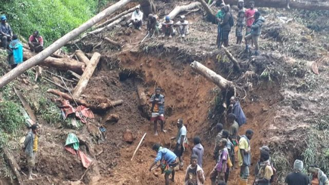 Many people at the scene of a landslide in a remote part of Papua New Guinea.