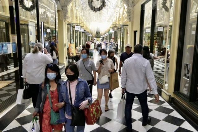 People wearing masks and carrying shopping in an arcade in Melbourne's CBD.