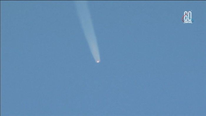 Astronauts make emergency landing after rocket malfunction