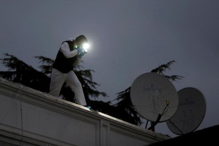 Turkish police forensic experts examine the roof of the residence of Saudi Arabia's consul-general.