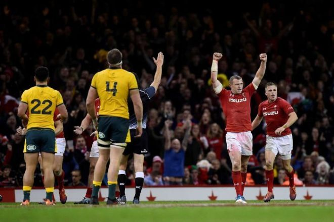 Wales celebrates win over Wallabies