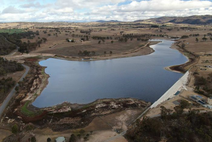 Aerial photo of Tenterfield Dam at just one-third capacity in 2019.