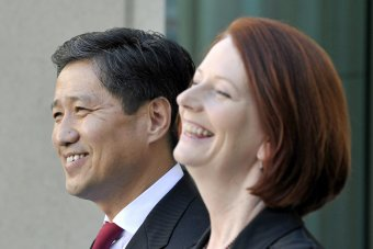 Julia Gillard meets Mongolian prime minister on his Australian visit