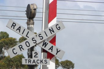 Train level crossing trial to send warnings to cars