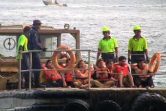 Asylum seekers coming ashore 13/07/2013