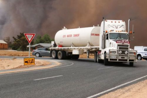 A CFS tanker takes water to the bushfire scene in the Mallala area Nov 25 2015