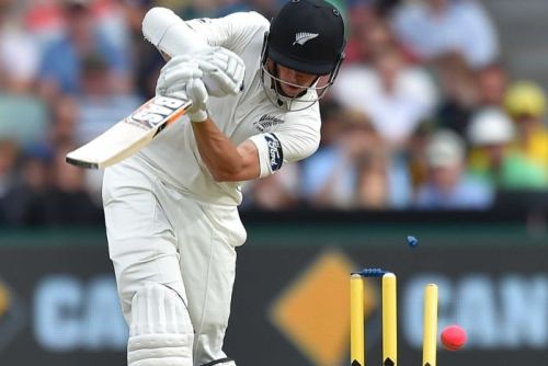 Mitchell Santner is bowled by Mitchell Starc