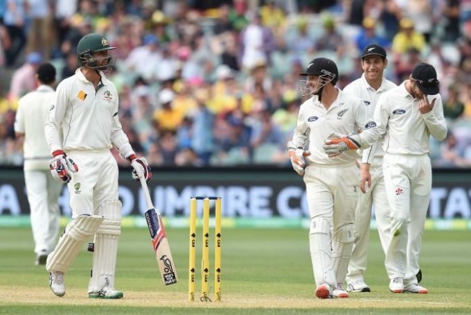 New Zealand's BJ Watling (R) speaks to Nathan Lyon after he was given not out at Adelaide Oval.