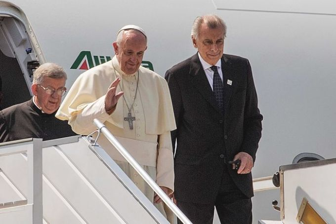 Pope Francis lands in Bangui