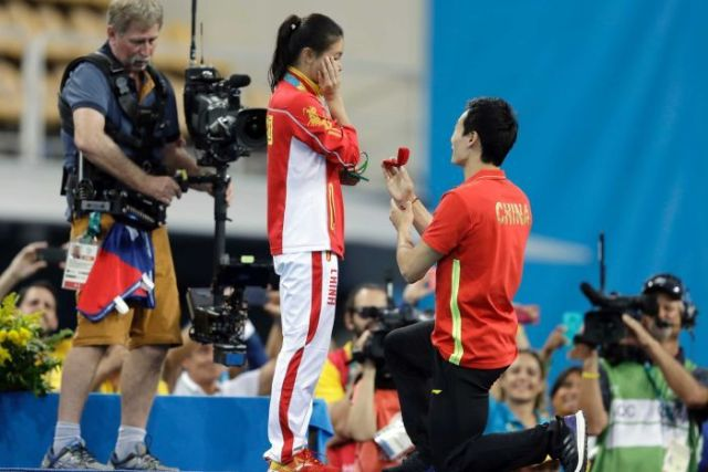 He Zi receives marriage proposal in Rio