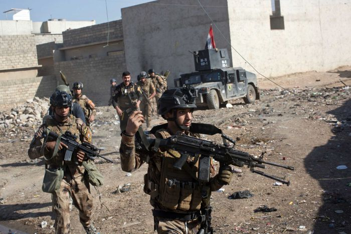 Iraqi special forces soldiers on the outskirts of Mosul