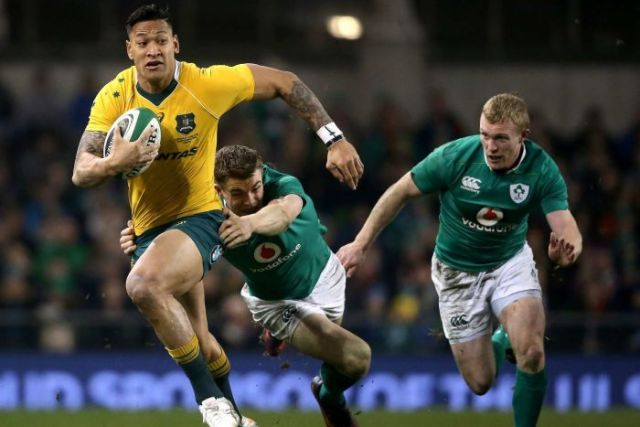 Folau makes a break for the Wallabies against Ireland