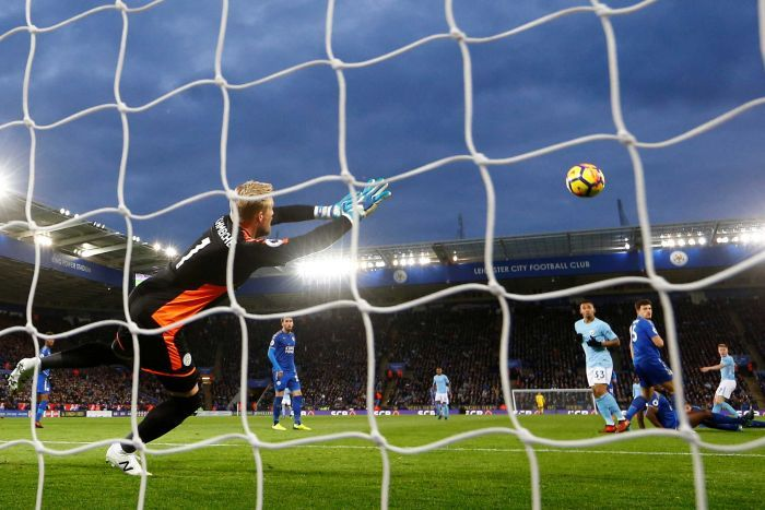 Kevin de Bruyne scores for Manchester City against Leicester