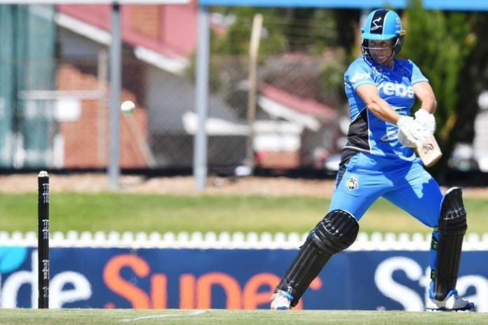Sophie Devine attempts a cut shot playing for Adelaide Strikers against Hobart Hurricanes.