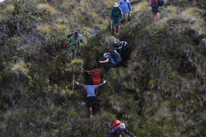 Trekkers on a tricky section of Mt Giluwe