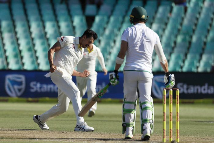 Mitchell Starc celebrates Faf du Plessis' wicket