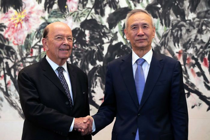 Wilbur Ross, left, shakes hands with Liu He.