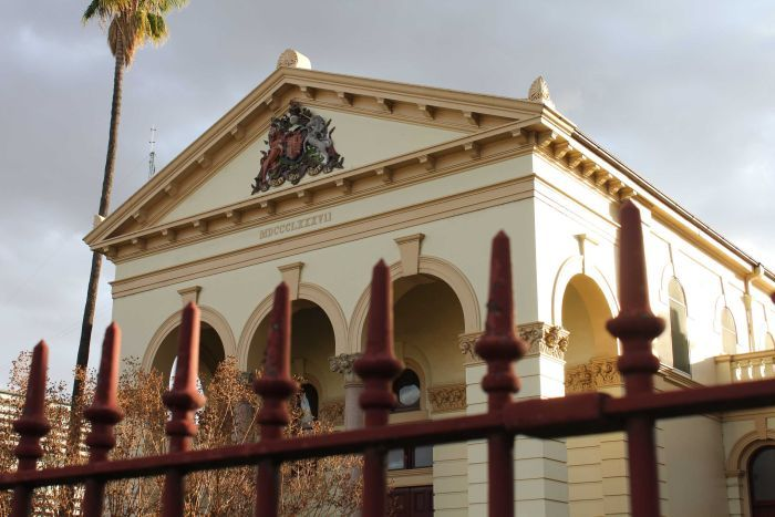 Photo of the entry to the courthouse in Dubbo
