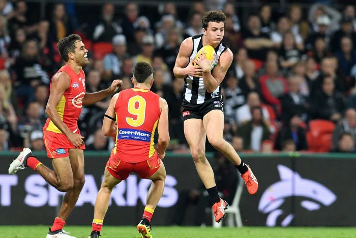 Collingwood player Flynn Appleby takes a mark