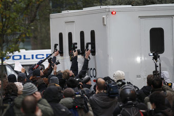 Assange leaves London court room