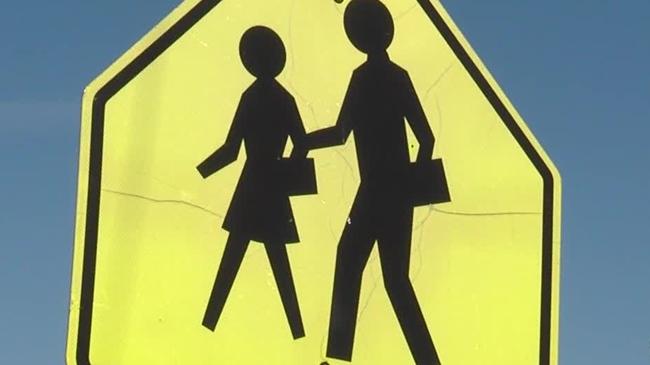 school-crossing-sign_1522077801562.jpg