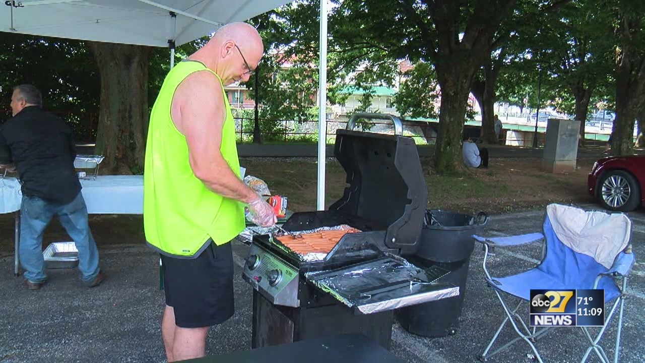 Group serves food to hundreds of community members every weekend