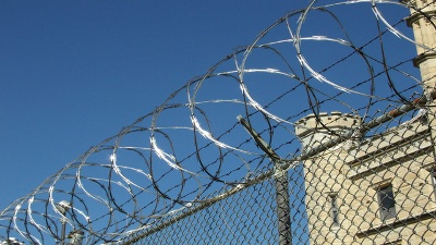 prison-barbed-wire-jpg_20161030225402-159532
