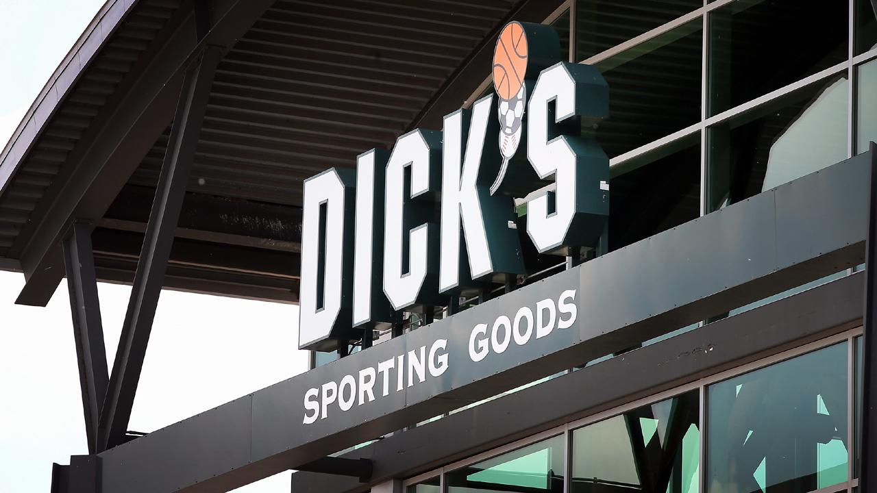 Dick's Sporting Goods sign-159532.jpg83688002