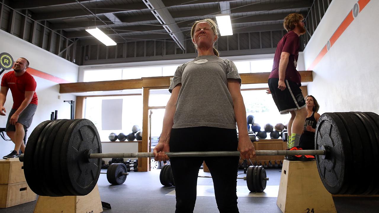 CrossFit deadlift box jump exercise-159532.jpg94746793