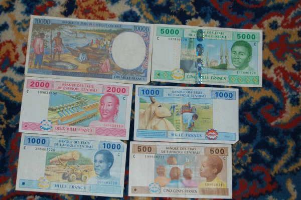Gagner de l'argent depuis l'Afrique, plein de billets