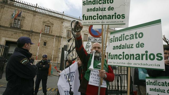 Los funcionarios andaluces irán a la huelga por los recortes y el enchufismo
