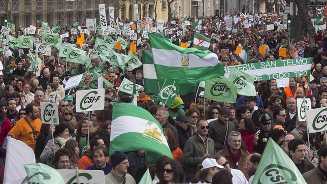 Los funcionarios andaluces marcharán en junio contra «el recorte» de pagas extras
