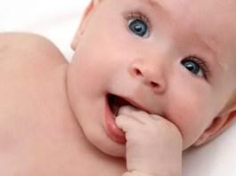 Como estimular o bebé de 2 e 3 meses