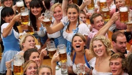 croppedimage470320-oktoberfest-beer-festival-5-Paulaner
