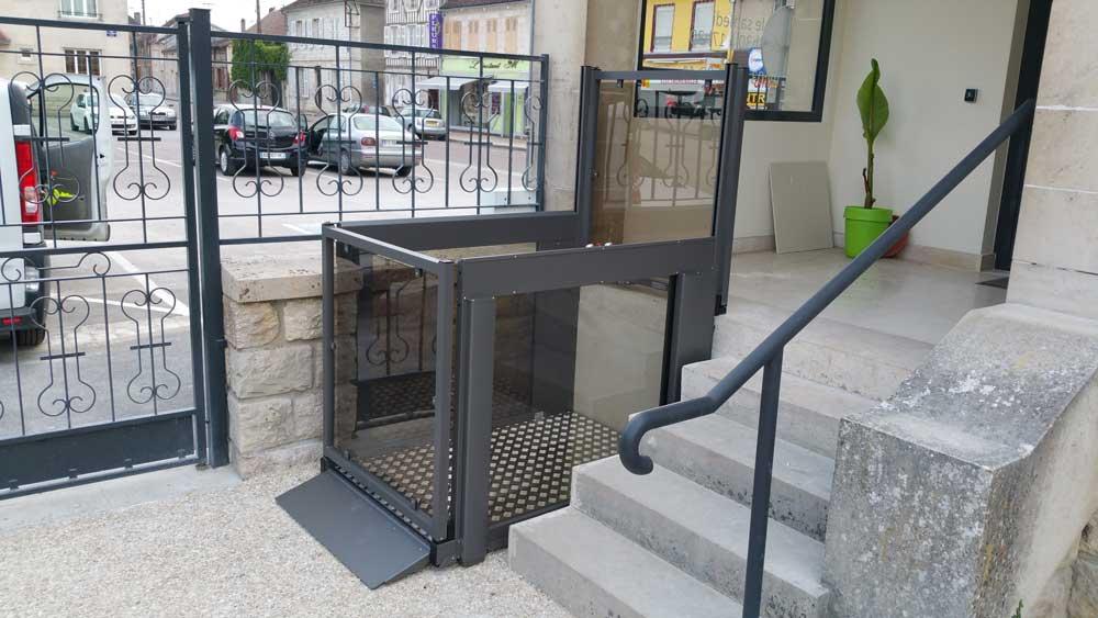 ABC LIFT LE spécialiste en élévateurs PMR plateformes élévatrices ascenseurs PMR modèle flexstep