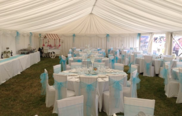 wedding-marquee-blue-bows