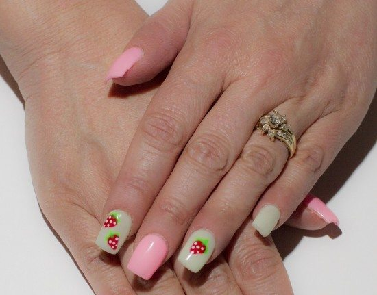 Strawberry_Nails_Design
