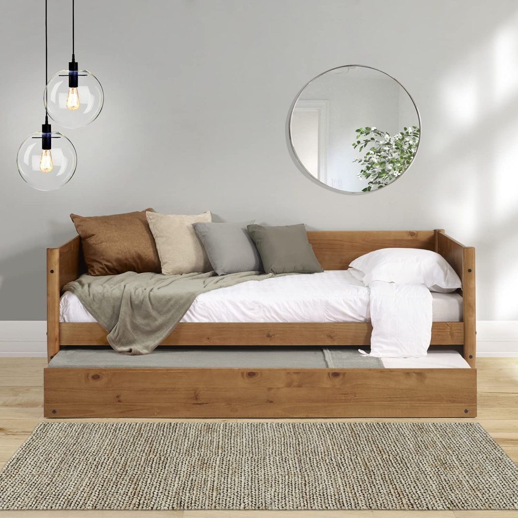 the-daybed-with-trundle-wooden