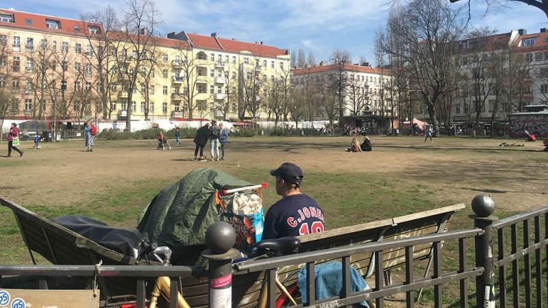 Berlin-Friedrichshain: Rollrasen für den Boxi