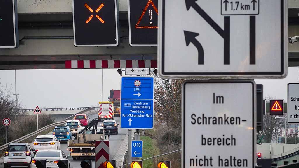 Berufsverkehr auf der Stadtautobahn A 111.