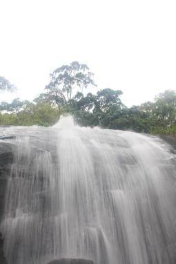 Wasserfall auf Ilha Bela