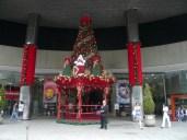 Weihnachten vorm Shopping-Center