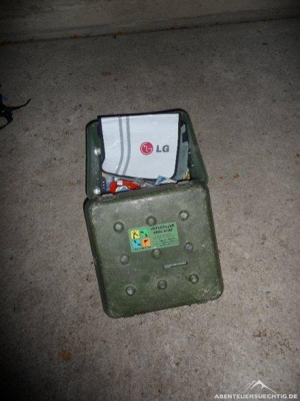 Hier die Box, in dem wir das Logbuch und die Tauschgegenstände gefunden haben.