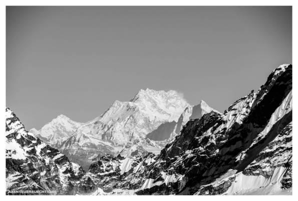 Kanchenjunga am Horizont - gewaltig