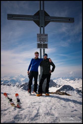 Flo und Dennis am Gipfelkreuz vom Mehlsack