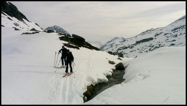 Wir folgen der Spur Richtung Schneeglocke und sanft steigt es an.