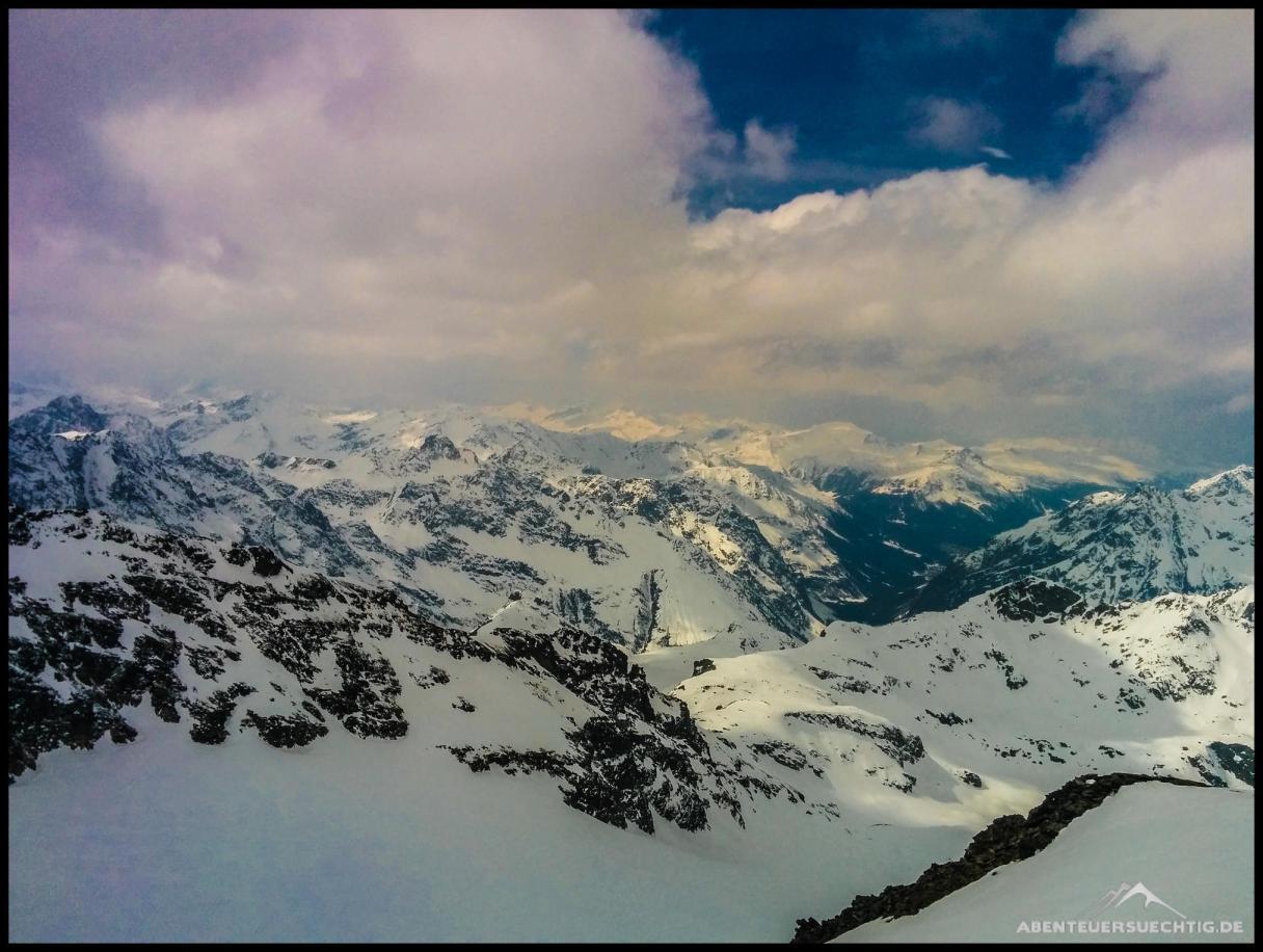 Ausblick vom Gipfel über's Montafon