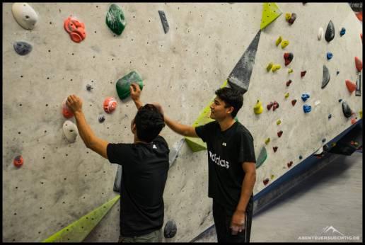 Gemeinsam wurde gerätselt, um die Boulderprobleme zu lösen