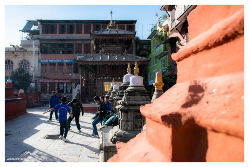 Kids beim Fussball Kathmandu