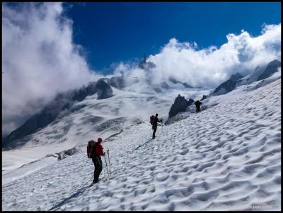 Über den weitläufigen Glacier du Géant geht es zurück nach Italien.